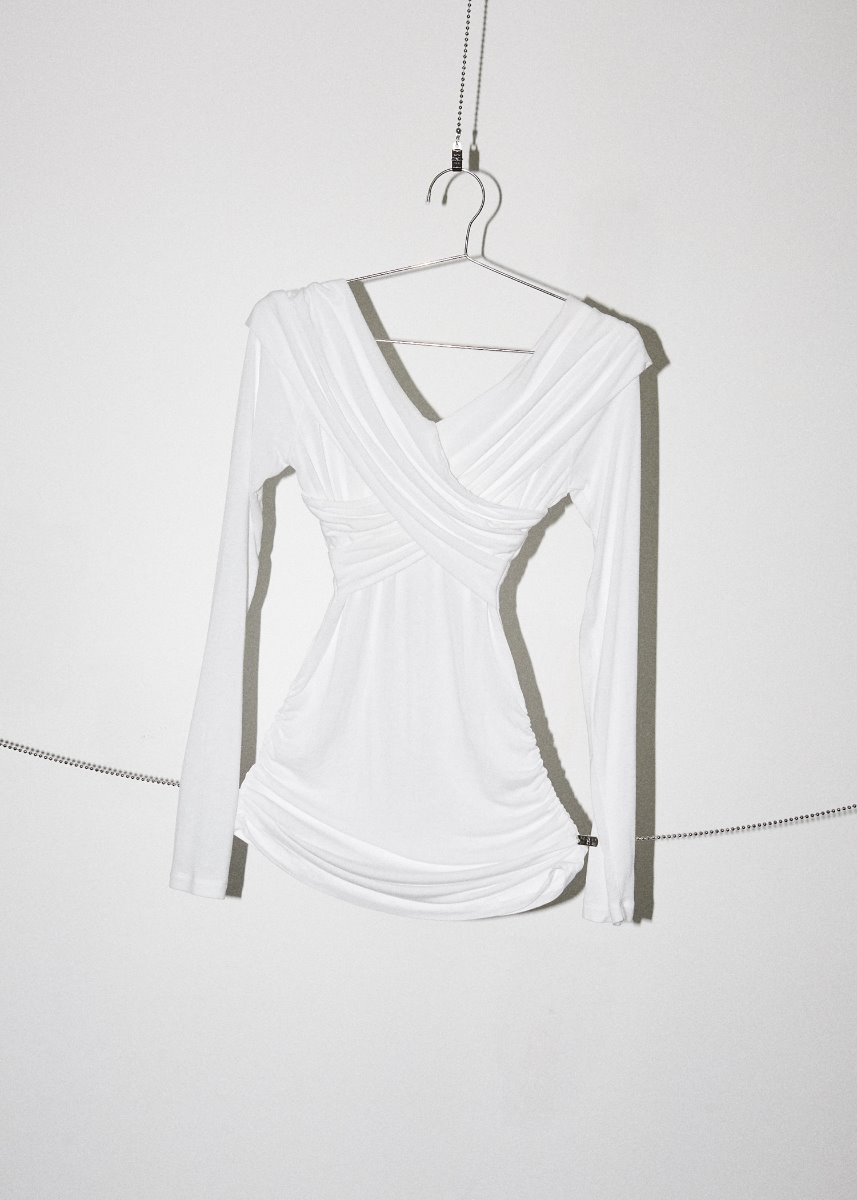 WRAP OFF-SHOULDER SHIRRING T white