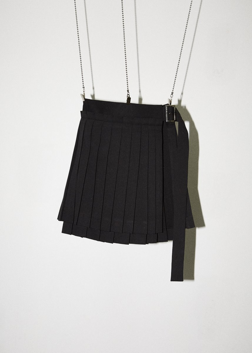 LAYERED PLEATS SKIRT black