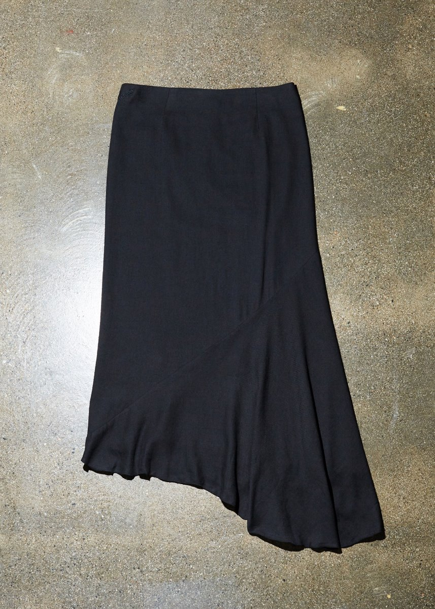LOW-RISE UNBALANCE SKIRT black